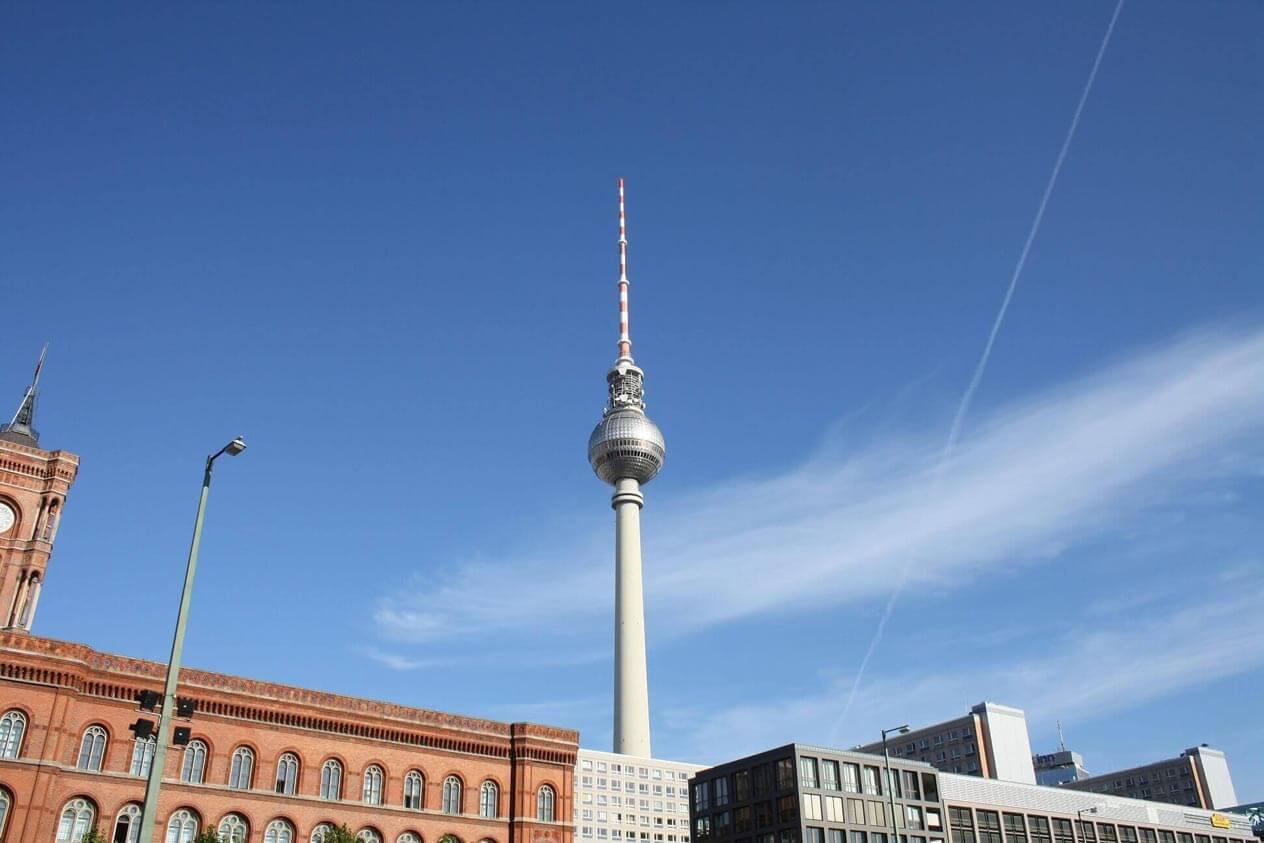 Berliner Fernsehturm. Bild darf verwendet werden, wenn auf www.toner-dumping.de/toner/berliner_fernsehturm.php verlinkt wird.