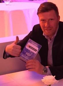 Hertha-Kultspieler Zecke Neuendorf weiß nicht nur Rat, wie es mit dem Hauptstadtklub wieder aufwärts geht, sondern steht auch auf supergünstige Druckerpatronen - wie man sieht.