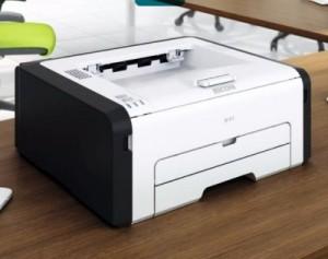 Der Ricoh SP211 braucht nur wenig Platz auf dem Schreibtisch