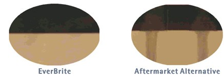Ist das Wasserglas einmal umgekippt, ist bei herkömmlichen Tintenstrahlausdrucken nur noch wenig zu erkennen. Nicht so bei Ausdrucken mit EverBrite-Tinte.