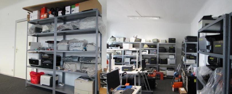 Es begann mit einem Regal. Heute befinden sich im Testlabor mehr als 160 Drucker.