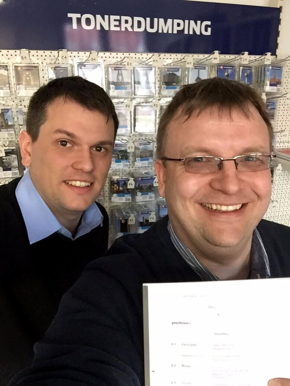 Da freuen sich die Geschäftsführer Daniel Orth (links) und Friedbert Baer (rechts).