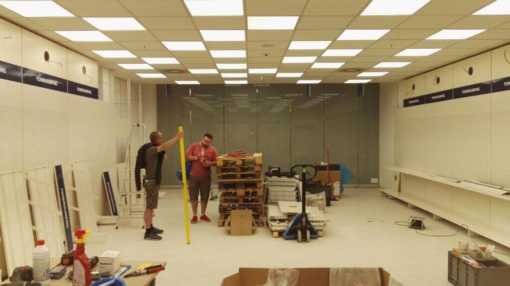 Viel Platz, viel Licht, viele Regale: Unser Ladenbauteam hat schon eine Menge geschafft.