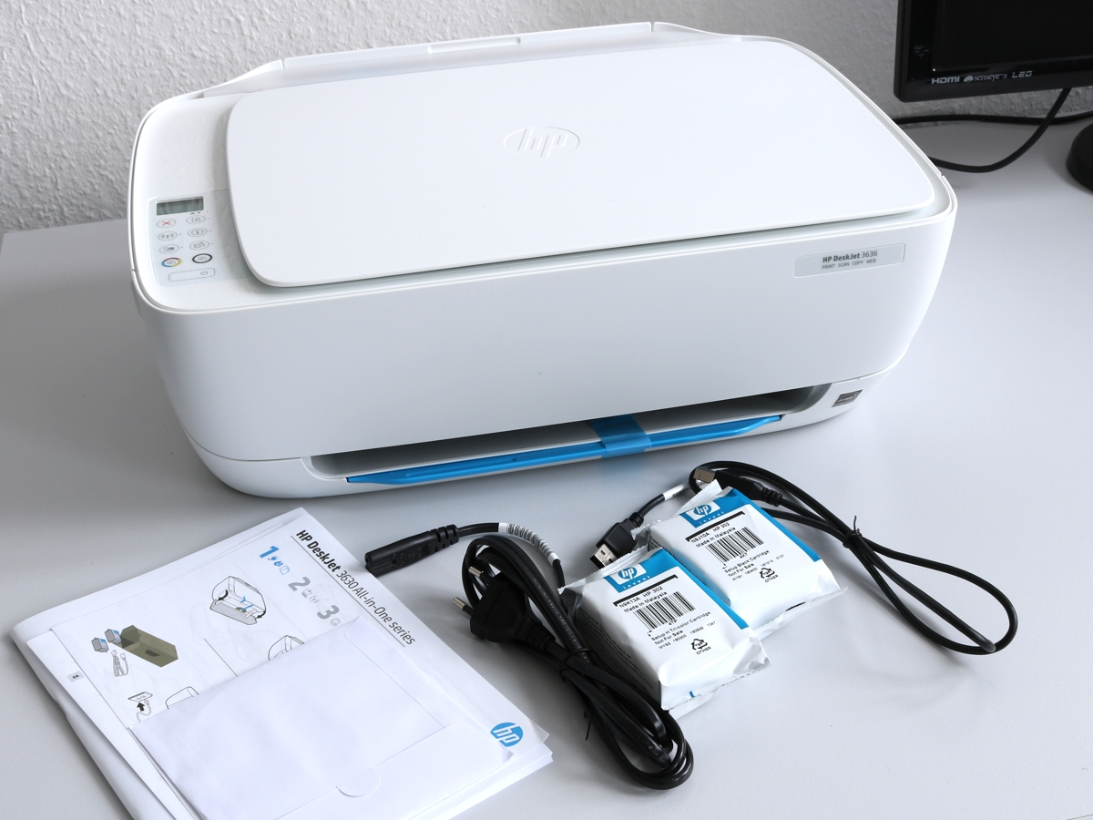 Der DeskJet 3636 kommt sogar inklusive - sehr kurzem - Druckerkabel