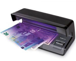Das mit der Falschgeldprüfung klappt auch mit anderen Währungen.