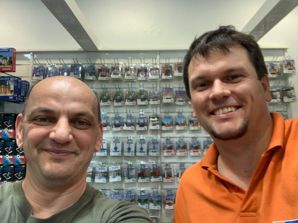 Adnan Sengül hat sichtlich Spaß am Verkaufen von TONERDUMPING Druckerpatronen.